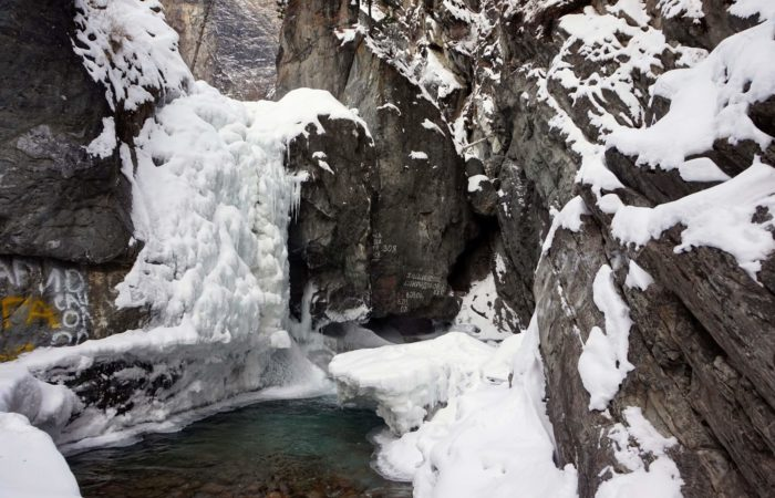 Arshan winter road to waterfall
