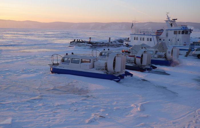 Hovercrafts hivus ship on ice